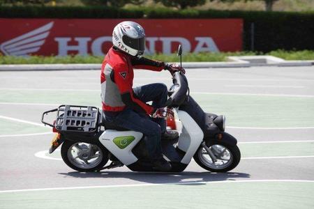 Prueba Honda EV-Neo slalom Miki 6