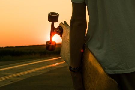 ¿Tienes un skateboard? Así puede ayudarte a trabajar el abdomen