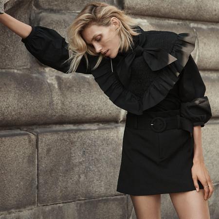 Anja Rubik presenta el nuevo lookbook de Zara con el color negro como tonalidad favorita