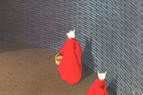 Ampliando la distopía: por qué leer el libro de 'El cuento de la criada' habiendo visto la serie