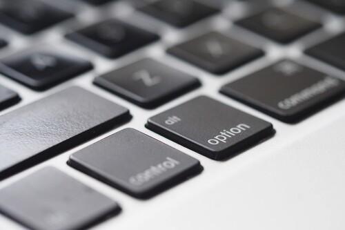 Con macOS 11.3 podremos emular mandos de juegos con el teclado del Mac para interactuar mejor con las apps que necesitan uno