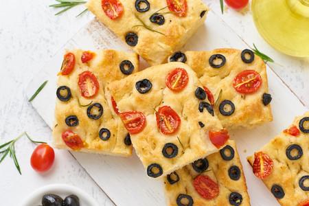 Menos pizza mala y más focaccia buena: todo lo que debes saber sobre este legendario pan plano italiano