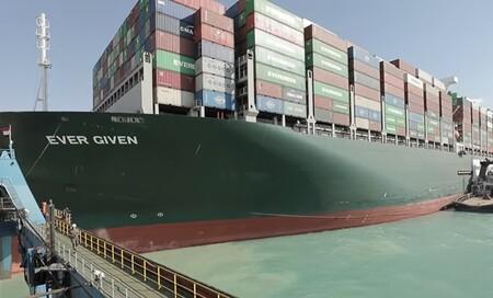¡Es libre! El buque Ever Given ya navega hacia el norte, devolviendo cierta calma al comercio internacional