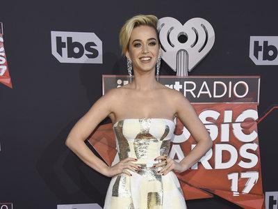 Katy Perry presume de pixie en la alfombra roja de  los  iHeartRadio Music Awards