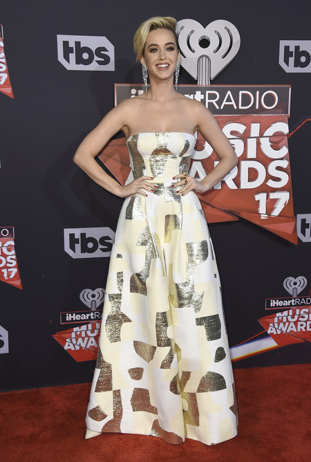 Katy Perry presume de pixie en la alfombra roja de  los  iHeartRadio Music Awards