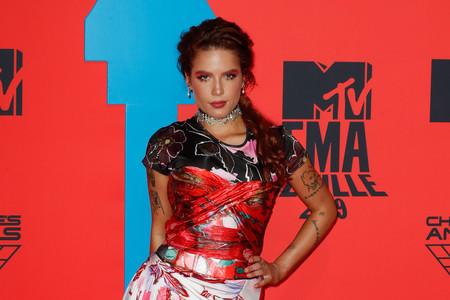 Halsey no le teme a los estampados, y lo demuestra en los MTV EMA 2019