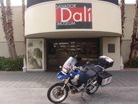 América en moto. Museo Dalí en Florida