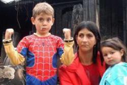 Pequeño Spiderman salva a bebé de un incendio, ¿ficción o realidad?