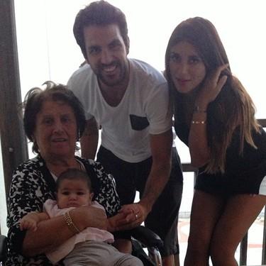 Cesc Fábregas presume de familia, y yo le pido un corte de pelo