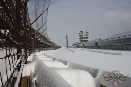 Indianápolis hundido en la nieve