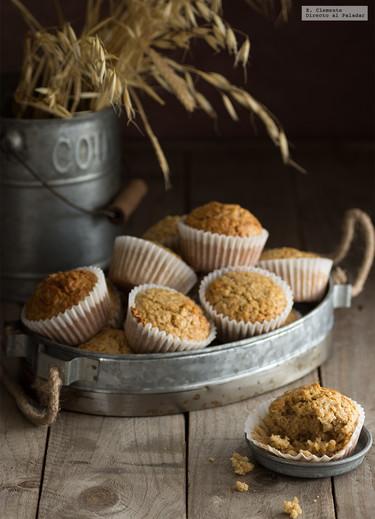 Muffins de copos de avena y canela. Receta para un desayuno con fibra