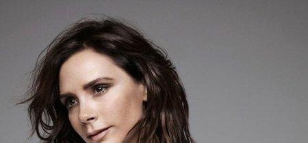 Victoria Beckham diseña (de nuevo) una camiseta para el Día mundial contra el Sida y su hija Harper ha sido la protagonista