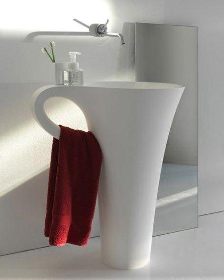 Un lavabo con forma de gran taza de café