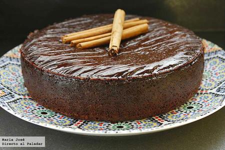 Budín de chocolate con salsa de canela, receta para darse un homenaje