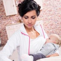 Amamantar y trabajar: qué necesitan las madres para que sea posible