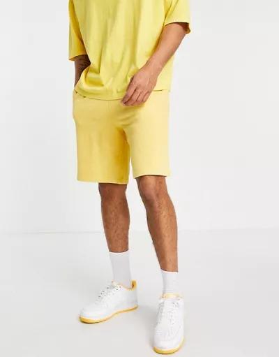 Shorts amarillos extragrandes con lavado ácido vintage de ASOS DESIGN