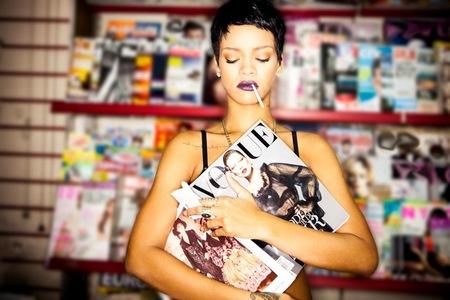 Rihanna ya tiene vídeo para 'Diamonds' y aunque se los fuma, nos hemos quedado igual