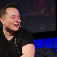 """Elon Musk no se toma en serio a Apple: """"los coches son más complejos que los teléfonos"""""""
