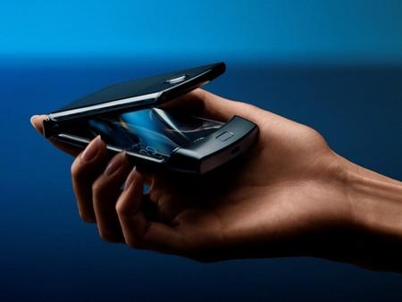 """Motorola razr llega a México: el smartphone flexible que trajo de regreso el formato """"de tapita"""", este es su precio"""