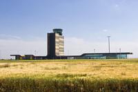 Aeropuertos nuevos, sin aviones ni pasajeros