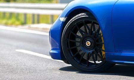 Porsche 911 Turbo S Edo Competition Blue Arrow