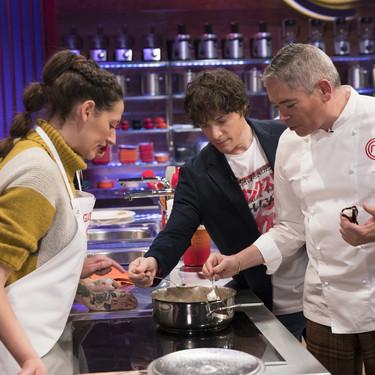 Los concursantes de MasterChef aprenden a hacer una fritura mientras el público se queda frito