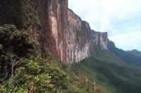 Si viajas al monte Roraima, debes colocar tus excrementos en un recipiente de PVC