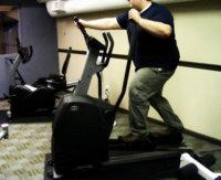 En la sala de fitness usa la elíptica para adelgazar