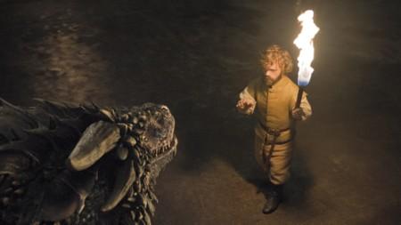 Tyrion con uno de los dragones