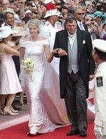El look de Charlene Wittstock con su vestido de novia Giorgio Armani