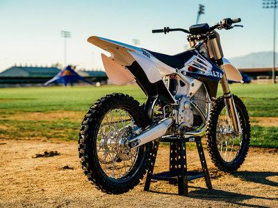Silencio absoluto, la Alta Motors Redshift es el futuro de las motos de offroad eléctricas