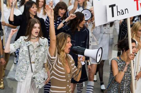 Gisele Bündchen se manifiesta con Chanel en su vuelta a la pasarela