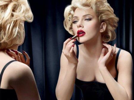 Scarlett Johansson en la nueva campaña de cosméticos de Dolce Gabbana, labios