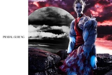 En Marte Rosie Huntington-Whiteley se viste de Prabal Gurung