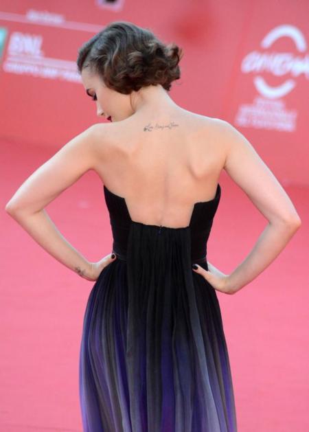 Aunque todos los caminos lleven a Roma, Lily Collins lo hace por el del estilo