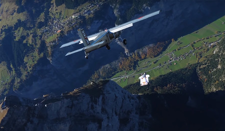 Saltar de un pico de los Alpes al interior de una avioneta: la increíble hazaña de dos wingsuiters