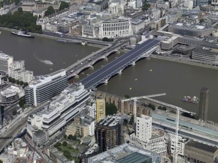 Londres ya tiene un puente solar de récord