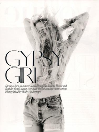 Vuelve la moda folk y los colores vivos este verano 2010: Lara Stone en Vogue UK