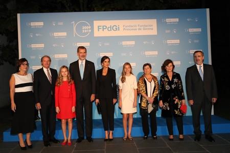 La princesa Leonor de rojo y Doña Letizia con un traje de pantalón nos dan una lección de estilo en los Premios Princesa de Girona