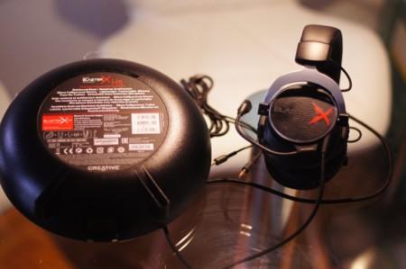 Detalle de la parte inferior de su caja y los Sound BlasterX H5