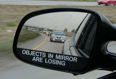 Los avisos en los espejos retrovisores