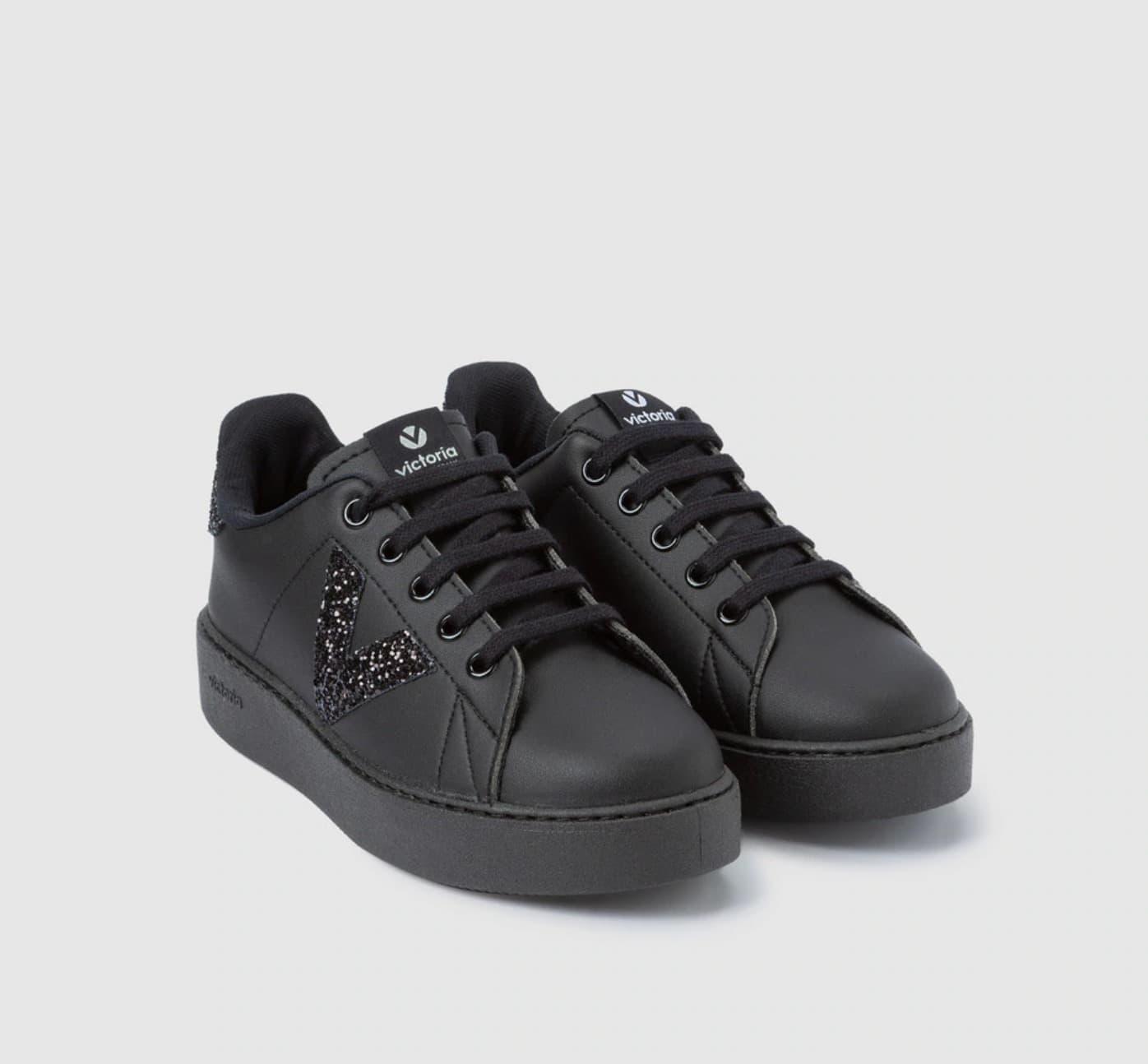 Zapatillas deportivas de niña Victoria de color negro con detalle glitter