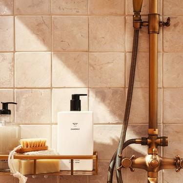 Zara Home se ha propuesto cuidarnos en el baño con sus jabones y geles naturales