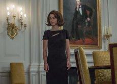 El vestuario de Natalie Portman en Jackie no envidiaría al de la mítica Primera Dama: son como dos gotas de agua