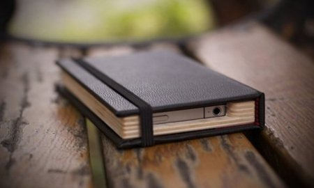 Little Black Book, una funda de iPhone diferente