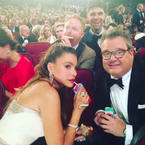 Que no falten las fotos de redes sociales de los Emmy 2016