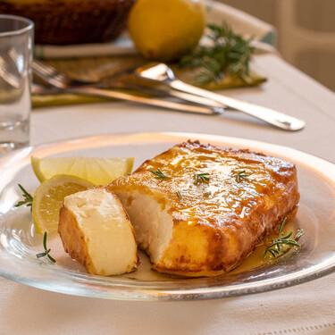 Saganaki: la receta griega de queso feta frito que querrás comer día sí y día también