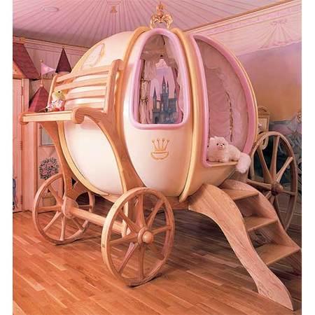La calabaza de Cenicienta se convirtió en una cama de lujo para niñas