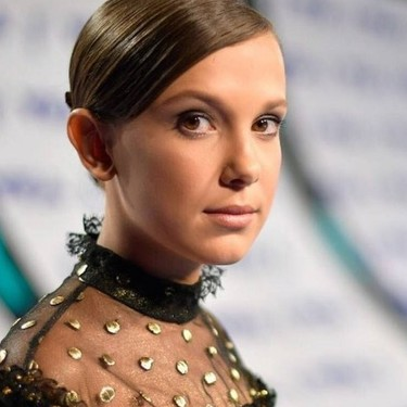 Millie Bobby Brown pone la nota diferente en la red carpet de los MTV VMA 2017
