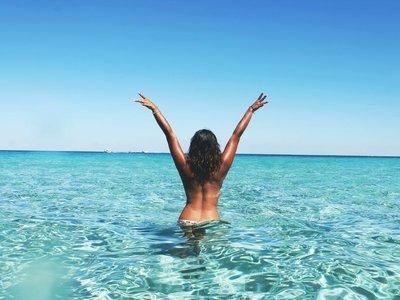 Nueve claves para practicar el body positive y ser más felices en la playa
